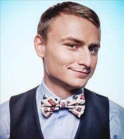 Ведущий Евгений Синяев
