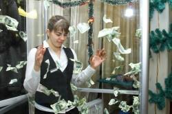 Аттракцион «Летающие деньги»