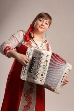 гармонист Лия Рагина