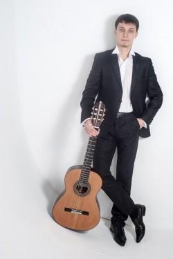Гитарист на праздник – Михаил Кашин