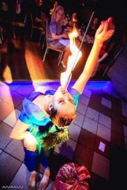 Нина Бунина – танцы с питонами, глотание огня, йога жонгляж, иллюзион-шоу