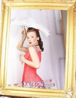 ведущая Полина Сарнова