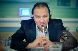 ведущий Михаил Клёнов