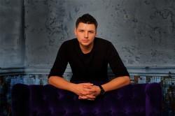 Ведущий Даниил Корнеев