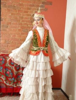 Женский киргизский костюм